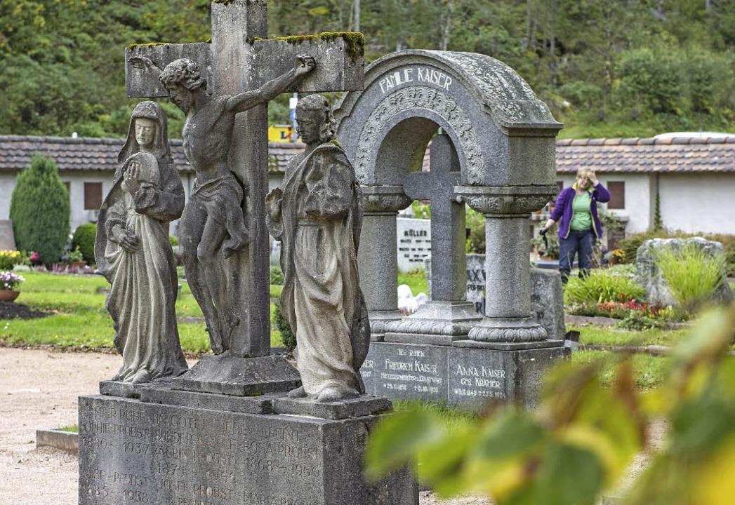 Diese großen Grabmäler in St. Blasien ... von neuen Familien übernommen werden.  | Foto: Daniel Schoenen