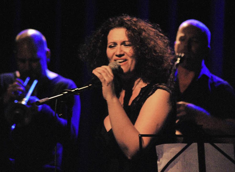 Eda Zari hat eine kräftige und wandlungsfähige Stimme.   | Foto: Mink
