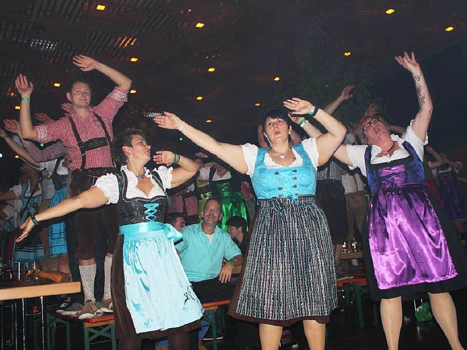 Hey, ab geht die Party. Das Publikum b...ch sämtliche Texte und Choreographien.  | Foto: Martha Weishaar