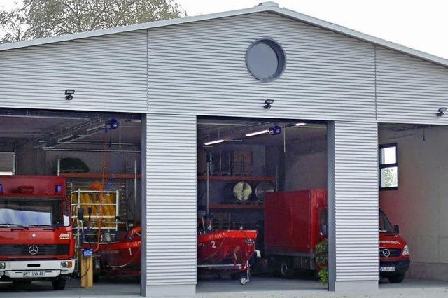 Die Feuerwehr weiht ihre neue Fahrzeughalle ein