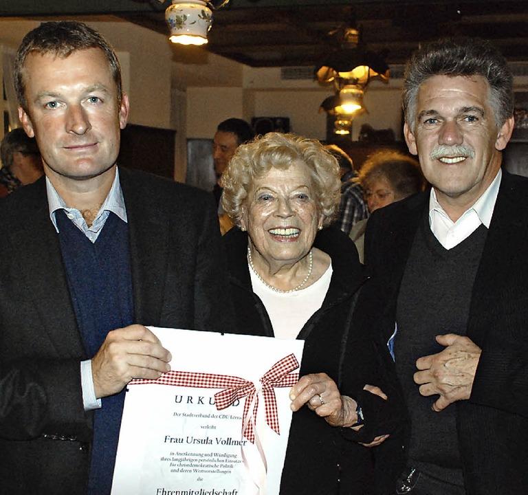 Ursula Vollmer wurde zum Ehrenmitglied...verbandsvorsitzende Xaver Glattacker.   | Foto: Tolsdorf