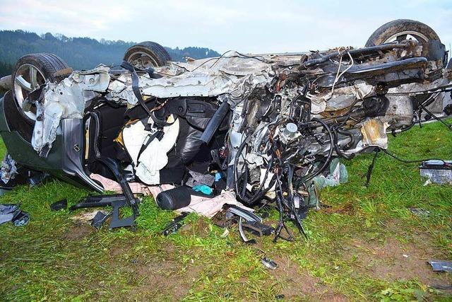 Tödlicher Unfall auf B31: Warum flüchtete der Beifahrer?