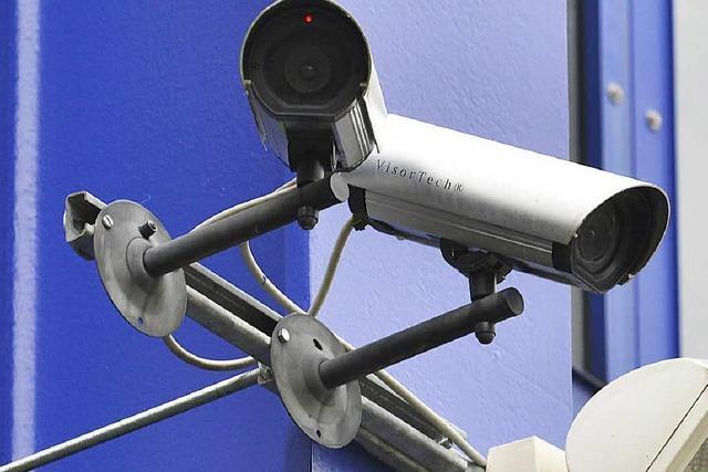 Nach Protest: Studentenwerk entfernt Kamera-Attrappen an Mensa