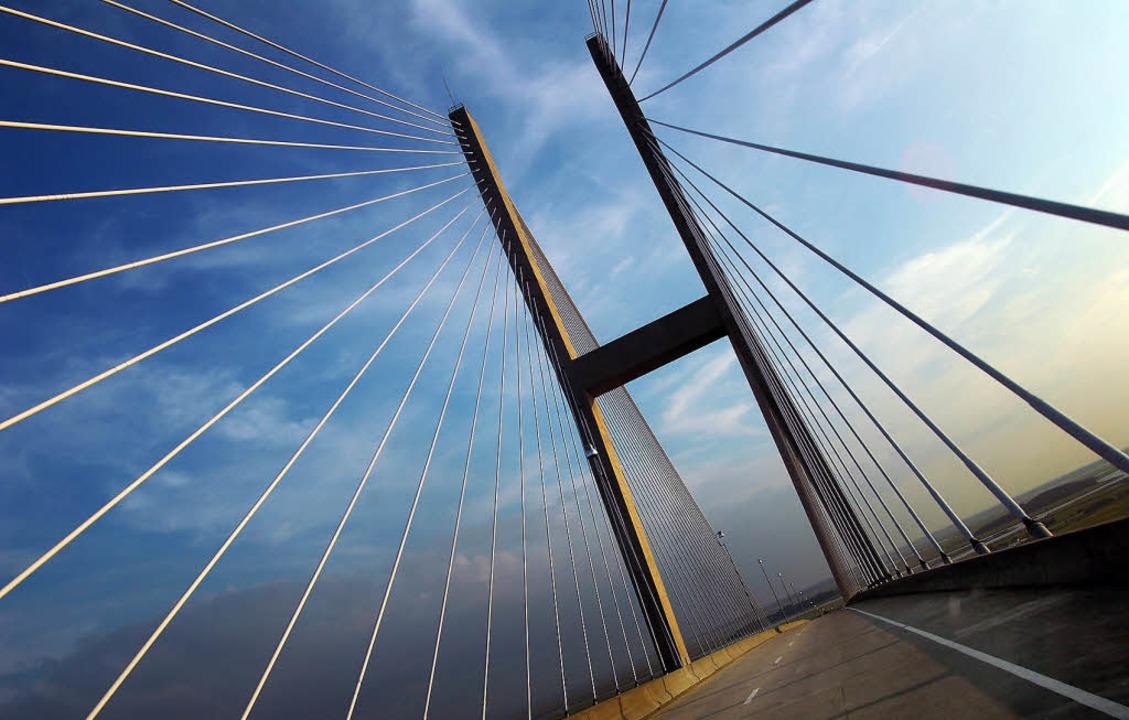 Futuristisch: Architektonisch interess...ln im Atlantik mit der Küste Georgias.  | Foto: Christian Schreiber