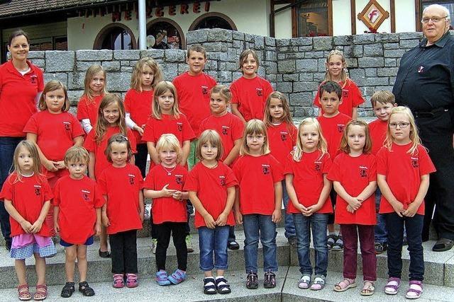 Kinderchor und Querbeet-Chor singen in der Erdmannshöhle
