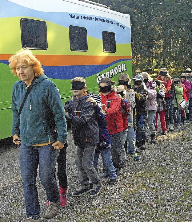 33 Kinder gingen in Ibach im Rahmen de... mit dem Ökomobil auf Entdeckungsreise    Foto: Karin Stöckl-Steinebrunner