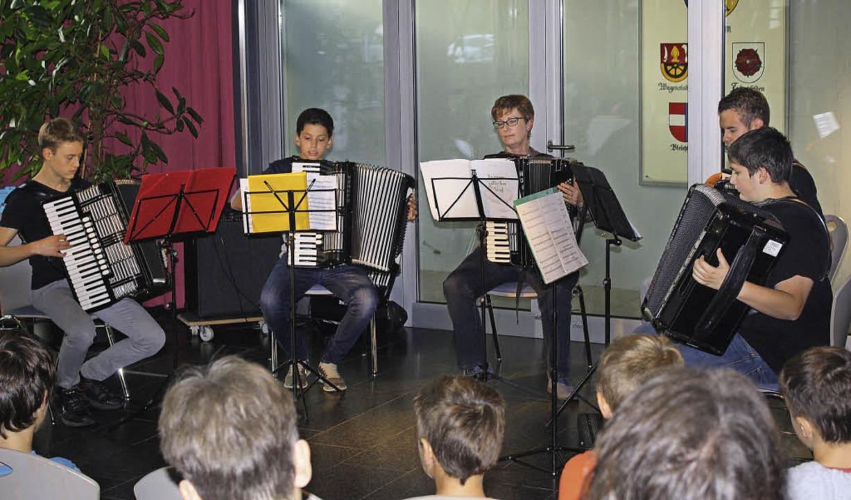 Jungmusiker beim Vorspielnachmittag    Foto: Werner Schnabl