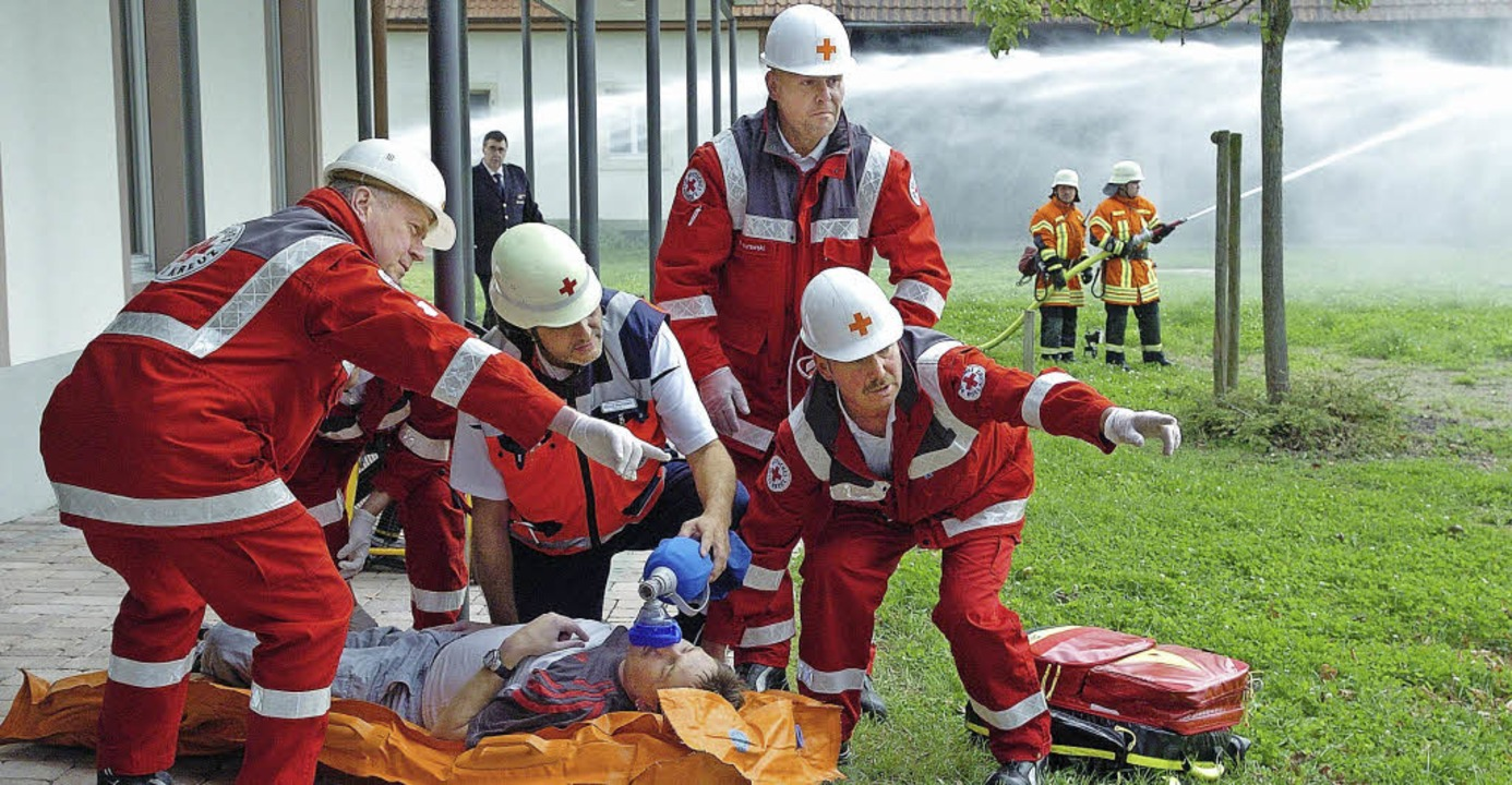 Mitglieder des DRK-Ortsvereins Wyhl kümmerten sich um die Verletzten.  | Foto: Jürgen Schweizer