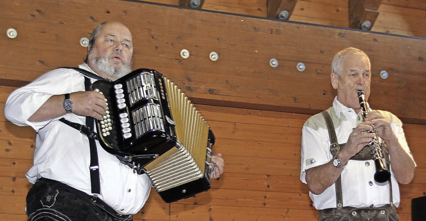 Edgar Graze (links) und Hansjörg Dörfl...mittag für musikalische Unterhaltung.   | Foto: Chris Seifried