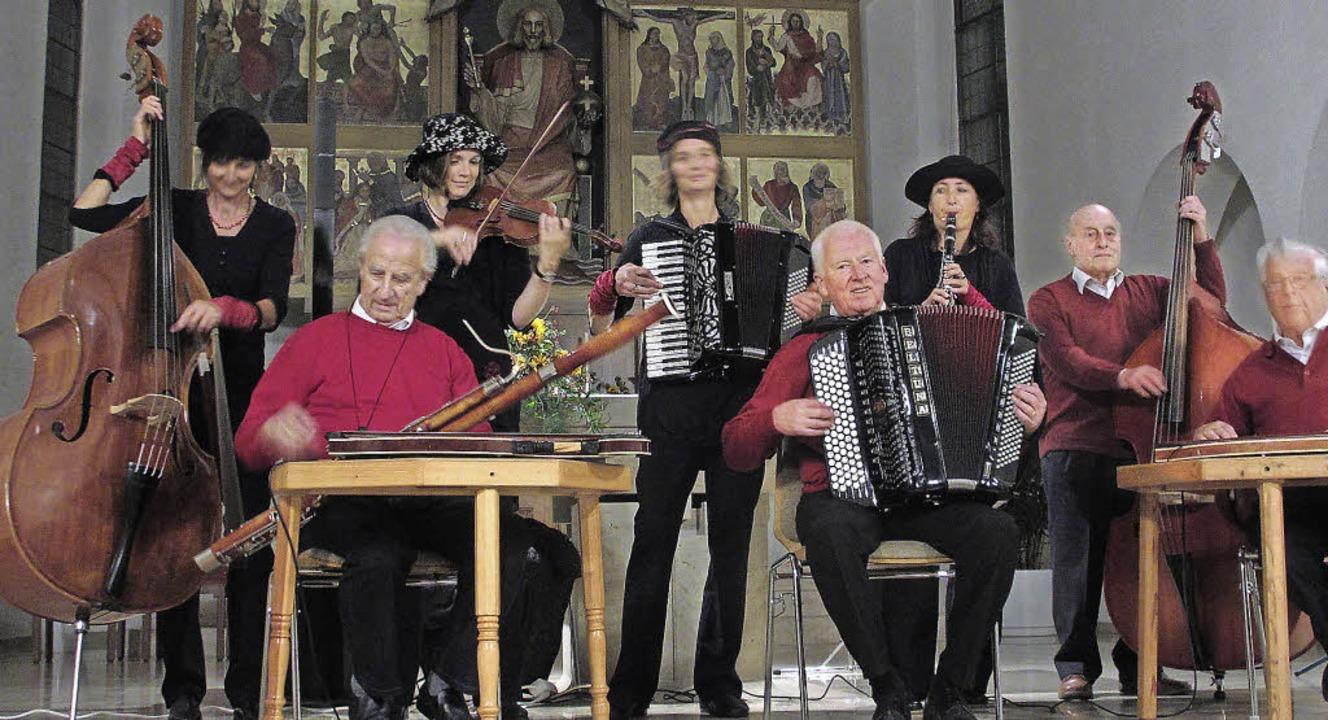 """""""Olga B."""" und die Hölzlebr...musik als Dur und Moll auf der Bühne.     Foto: Privat"""