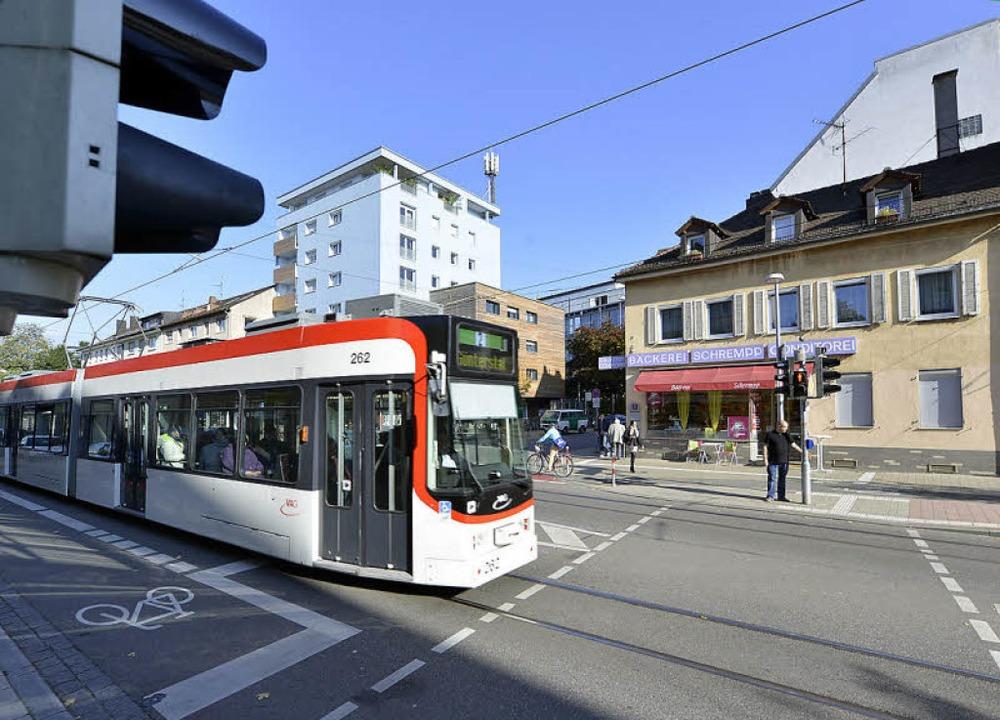Lange Wartezeiten beklagen Fußgänger a...er Habsburgerstraße, Ecke Hauptstraße.  | Foto: Michael Bamberger