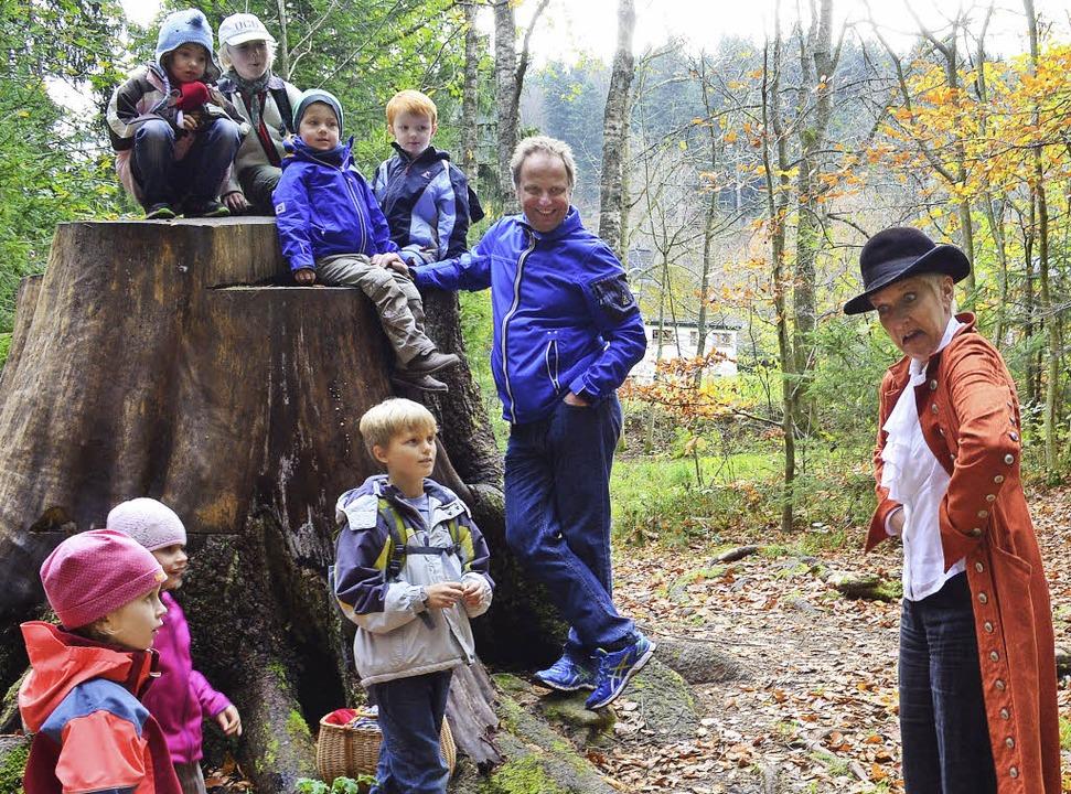 Gebannt folgten die Kinder den Erzählungen von Anja Faller.  | Foto: Joachim Frommherz