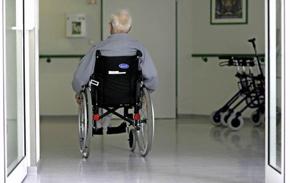 Niemanden mit dem Thema Pflege und Alt...arkeit von Pflege und Beruf zu reden.   | Foto: dpa