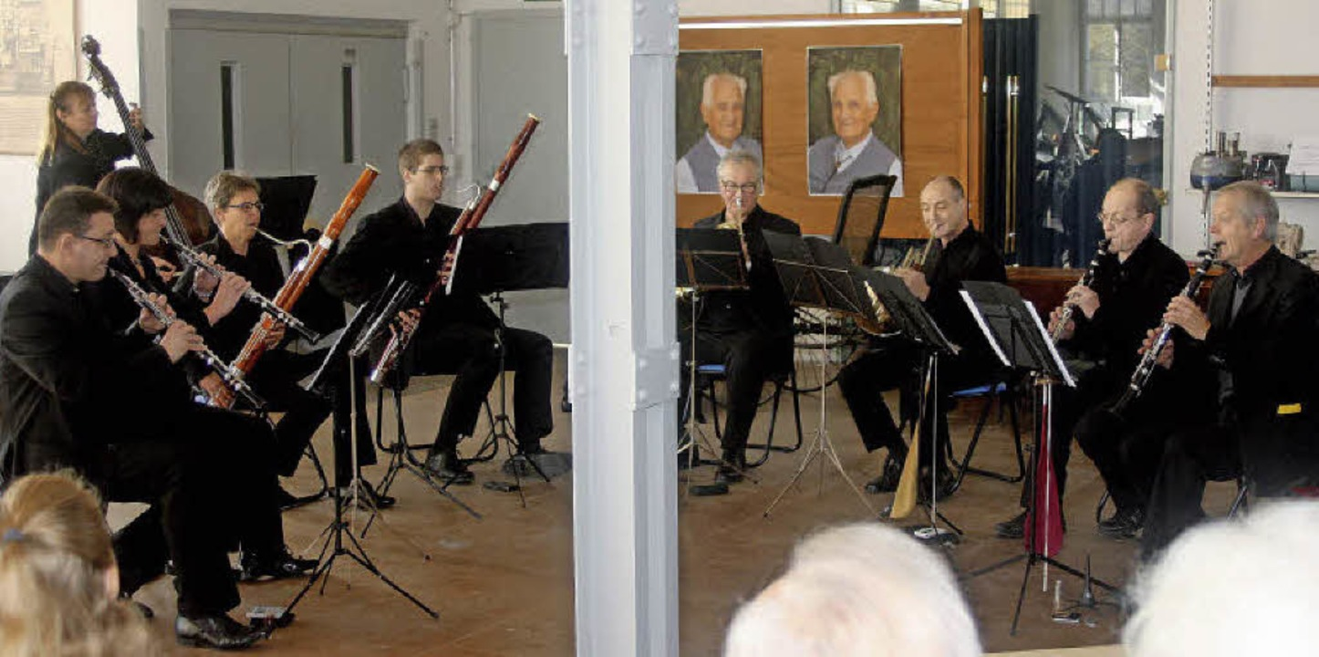 Aufmerksame Zuhörer hatte das Ensemble...rtes eine besondere Atmosphäre schuf.   | Foto: Heiner Fabry