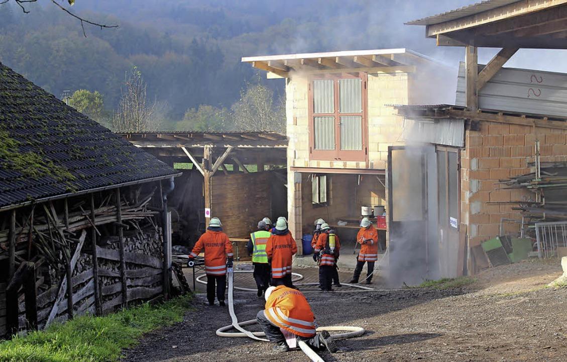 Qualm aus der Werkstatt: Die Übungsann...uerwehr vor einige Herausforderungen.     Foto: Anja Bertsch