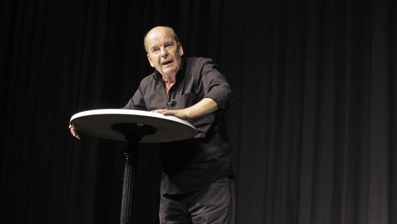 Ohne Klamauk und Klimbim: Kabarettist ... Buchholz fesselt mit  Bühnenpräsenz.   | Foto: Dorothee Philipp