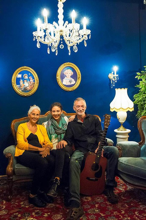 Eine Familie, eine Band: Moni, Céline und Walti Huber (von links) aus Lörrach.    Foto: Daniel Schoenen