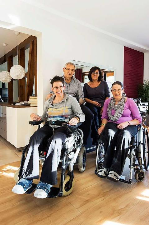 Lydia und Roland Schröder mit ihren Töchtern Ellen (l.) und Andrea     Foto: Daniel Schoenen