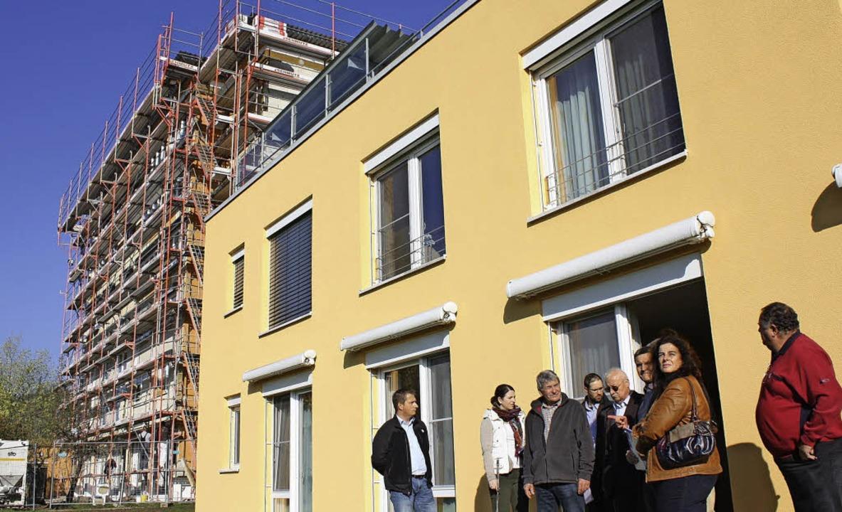 Blick auf die Baustelle: Bevor die Weh... der Bürgerstiftung einen Besuch ab.      Foto: Barbara Schmidt