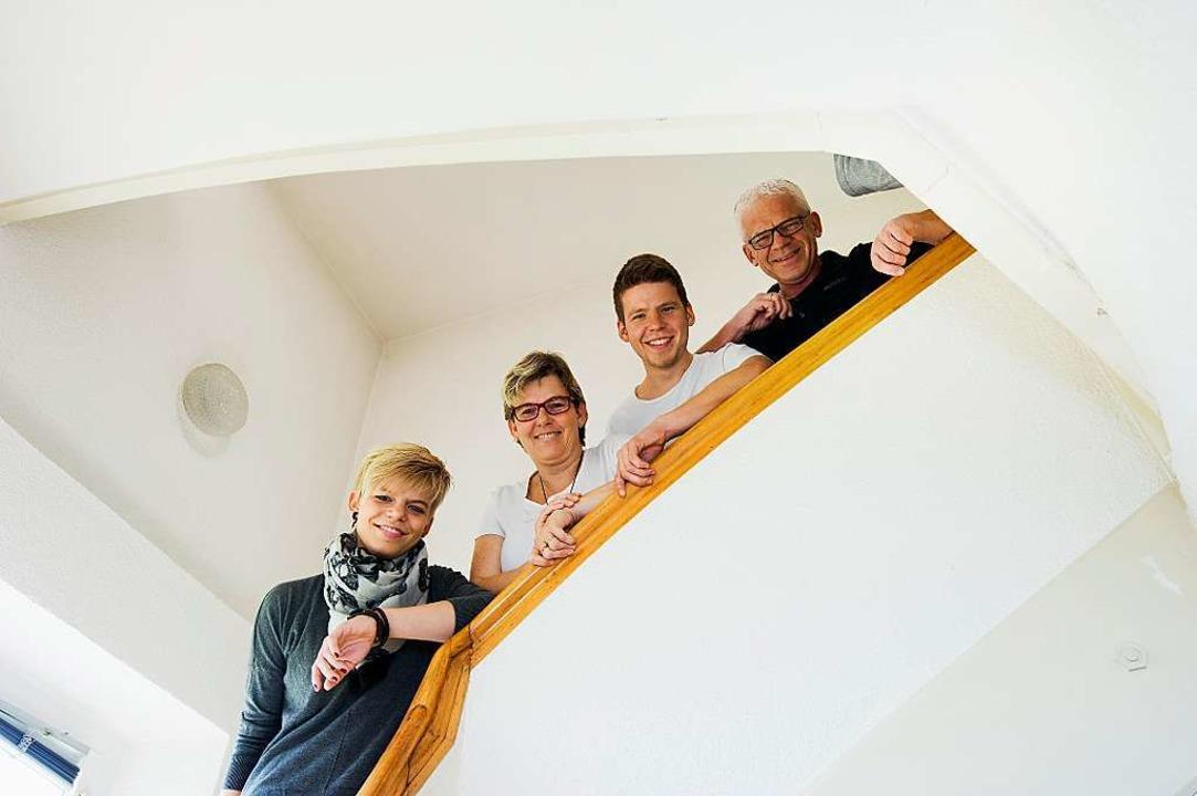 Auf Zuwachs eingestellt: Nadine,  Petra, Sebastian und Roland Schulz.     Foto: Daniel Schoenen