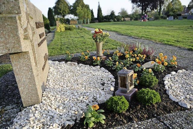 Diebe bedienen sich auf dem Friedhof