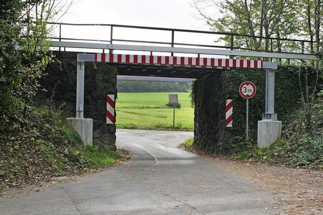 Gehweg unter der Bahnbrücke geplant