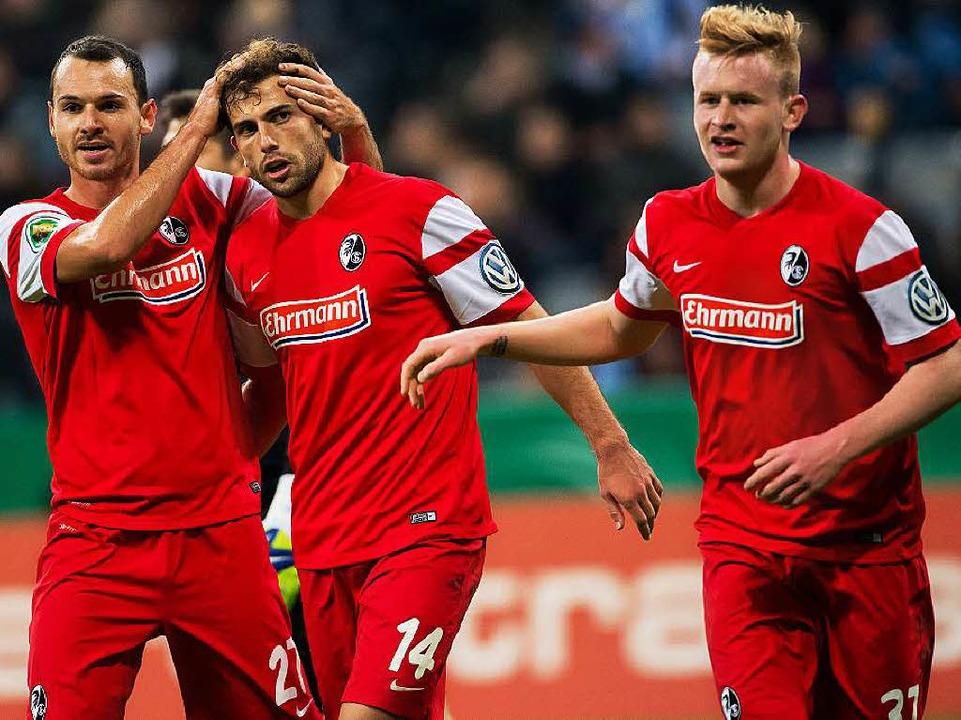 Der Mann des Spiels: Admir Mehmedi (Mi...Nicolas Höfler steht ein Fragezeichen.  | Foto: dpa