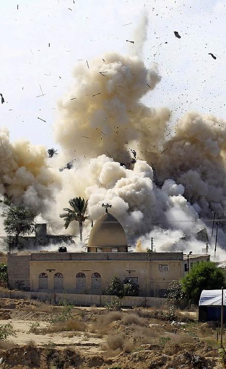 Ägyptens Regierung sprengt 800 Häuser,...Puffer zum Gazastreifen einzurichten.   | Foto: afp