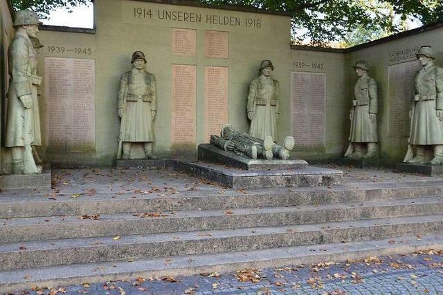 Debatte um Kriegerdenkmal: Soll die Nazikunst weg?