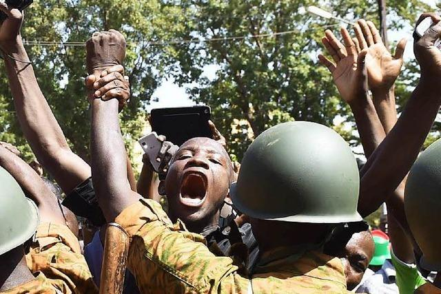 Burkina Faso: Präsident tritt zurück – Militärchef übernimmt Macht