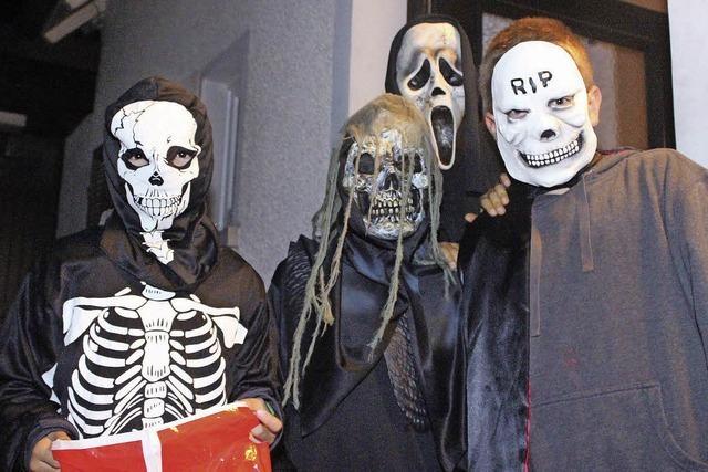 Wenn Skelett und Zombie um die Ecke biegen