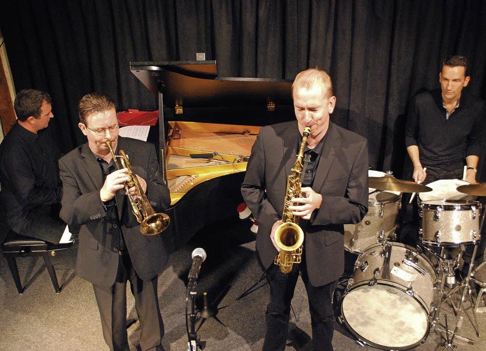 Zurück in die Swing-Ära ging am Freita...one mit dem Quartett Echoes of Swing.     Foto: Thomas Loisl Mink