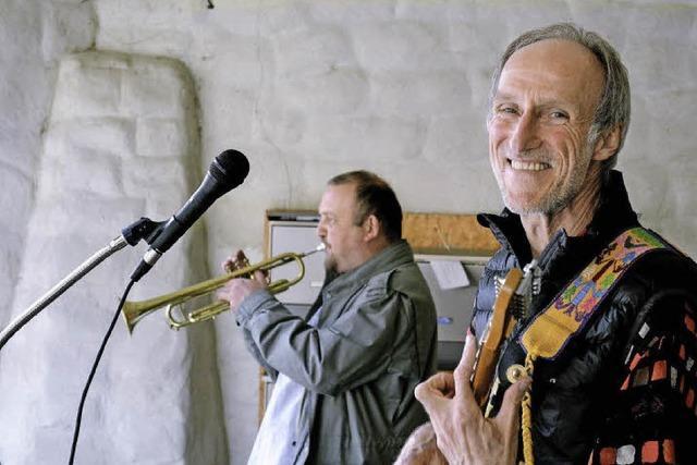 Das Duo HPLPH spielt im Schloss Reinach in Munzingen