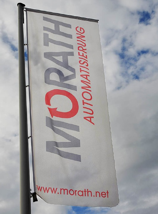 Die Fahne der Firma wird auch in Zukunft im Industriegebiet Neustadts wehen.   | Foto: S. Wolfrum