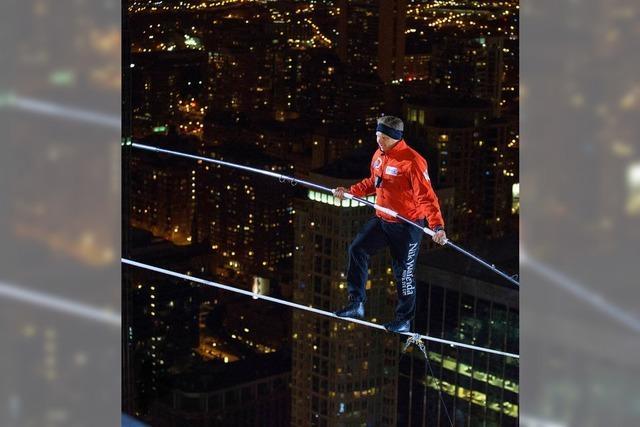 Hochseilartist Nik Wallenda vollbringt Kunststück in Chicago