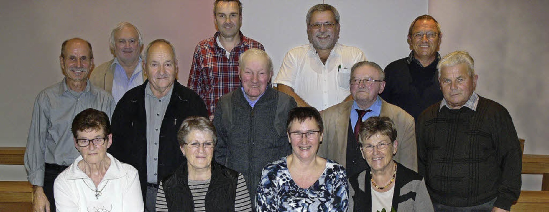 Seit Jahrzehnten im Kirchenchor: geehrte Sängerinnen und Sänger in Dundenheim     Foto: dieter fink
