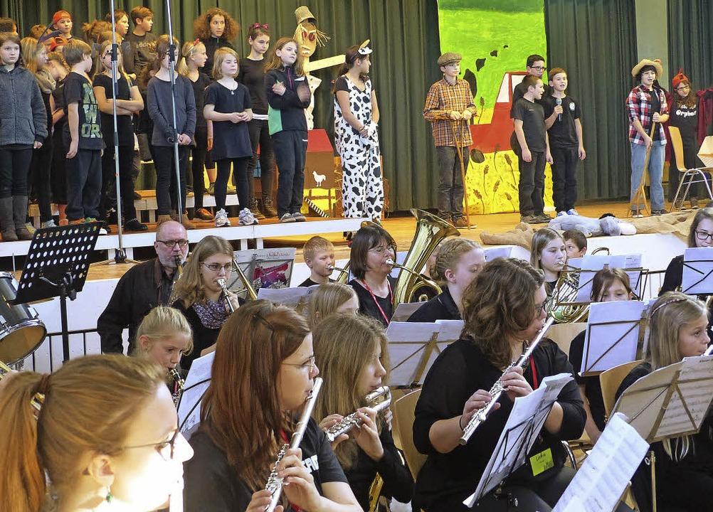Großes Spektakel: Der Hofweierer Musikernachwuchs präsentierte ein Musical.      Foto: frank leonhardt