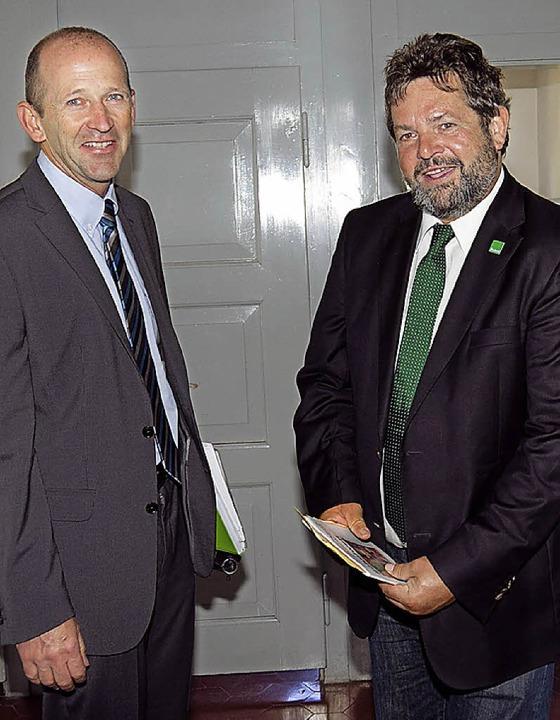 Bürgermeister mit  Reinhold Pix in der Grundschule Grafenhausen.  | Foto: Wilfried Dieckmann