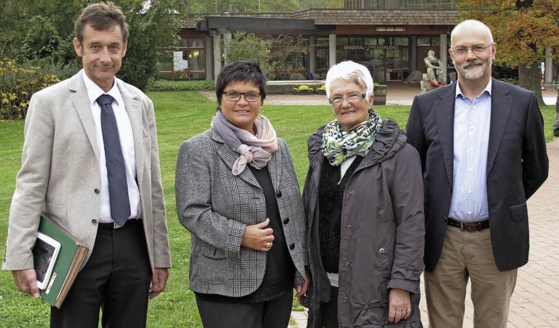 Vor der Balinea Therme: Bürgermeister ...chtsrates der Bade- und Kurverwaltung.  | Foto: Jutta Schütz