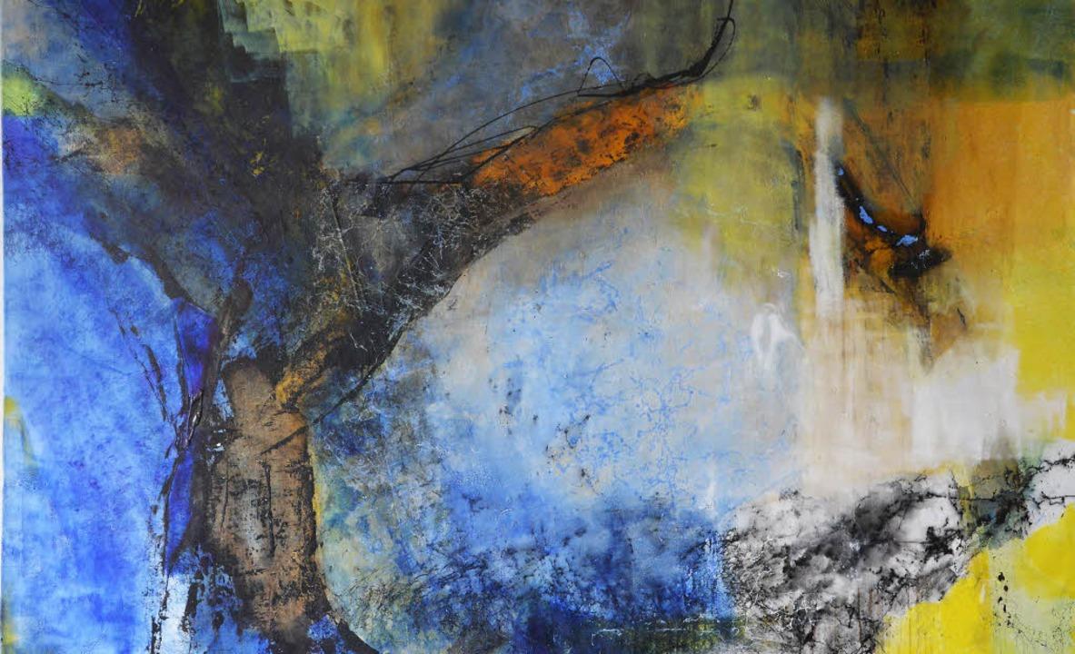 Die Farbe Blau dominiert die Bilder von Elke Aurich     Foto: Barbara Ruda