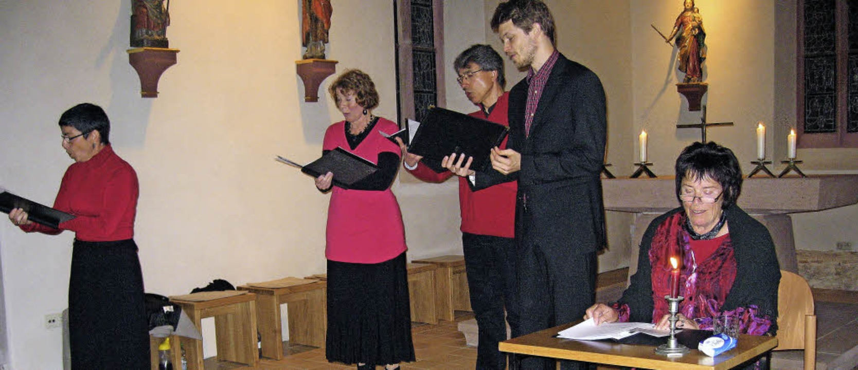 Ein Gesangsensemble (Micaela Seckinger...esang zur Liebe in der Bläsi-Kapelle.   | Foto: Hildegard Karig