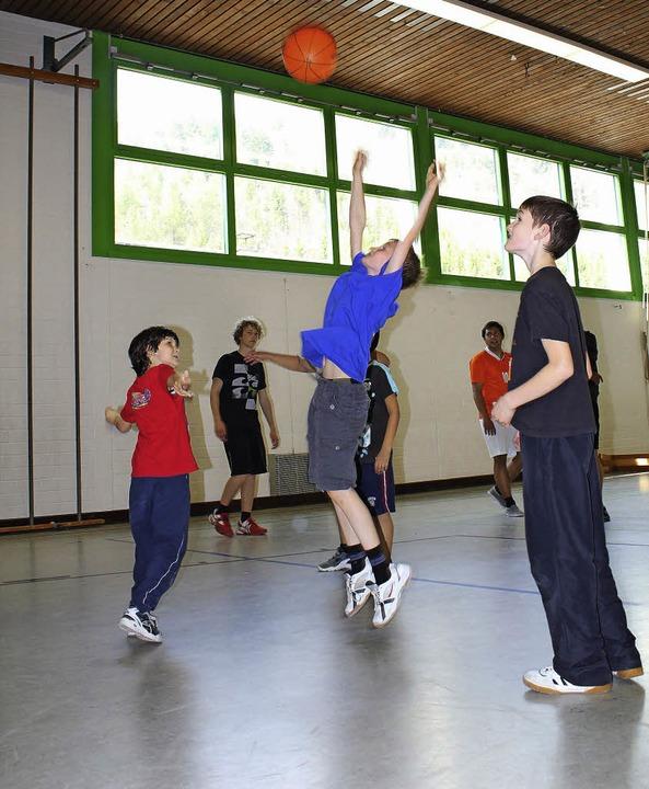 Spaß an der Bewegung haben – das...danke beim Sonntagssport in Langenau.     Foto: Bertsch