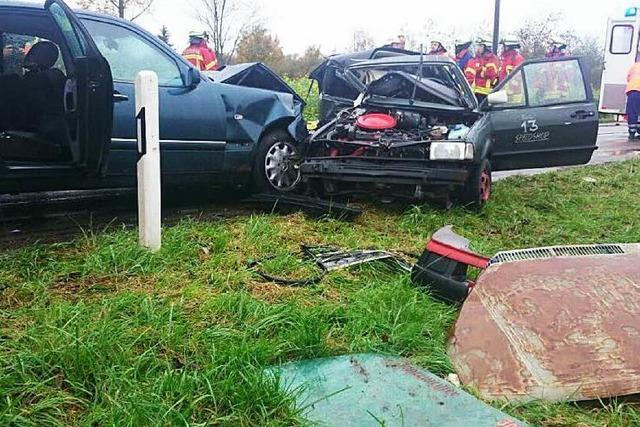 Schwerer Unfall bei Breisach – 19-Jähriger stirbt, zwei Verletzte
