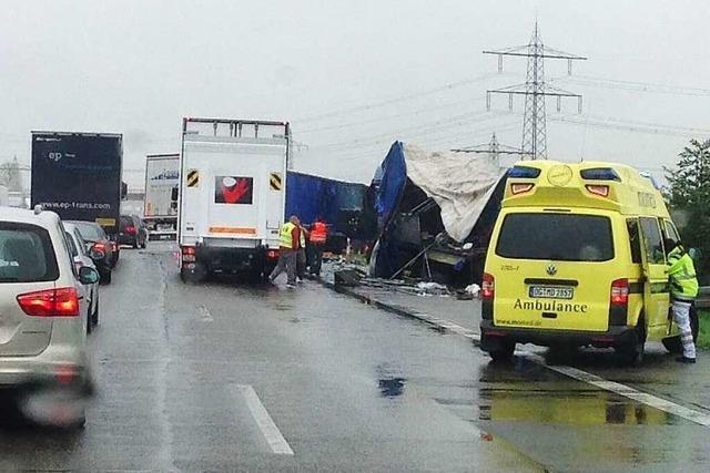 A5: Lastwagenunfall bei Herbolzheim – Langer Stau