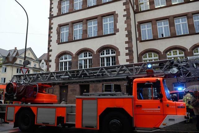 Brand in der Mädchentoilette: Hebelschule evakuiert