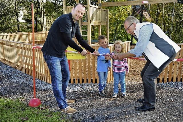 Kinderspielplatz beim Sportgelände eröffnet