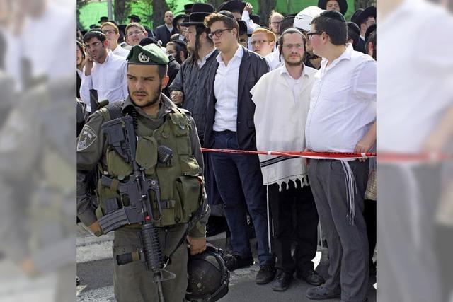 Palästinenser fährt in Menschenmenge