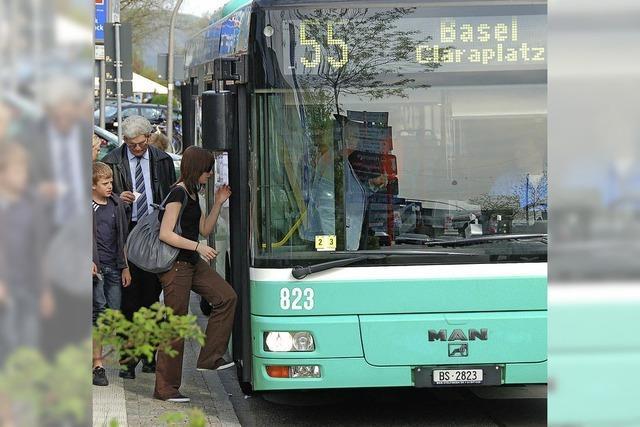 Grüne Busse bleiben in der Schweiz