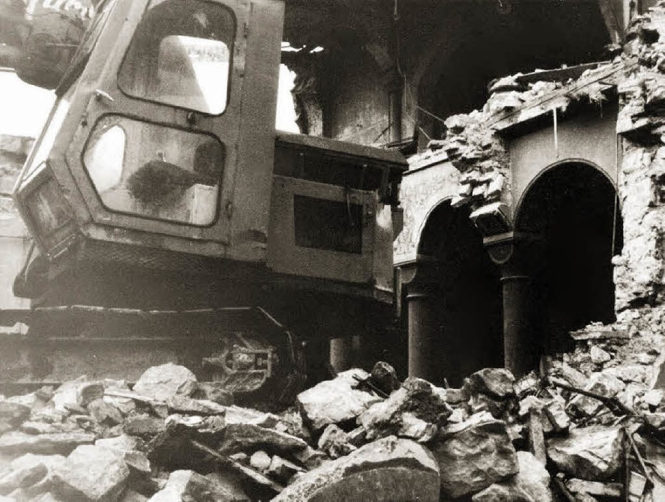 Abbruchbagger im Gotteshaus: Der Müllh... nahm diese Szene am 5. Juni 1968 auf.  | Foto: Fotostudio Wagener