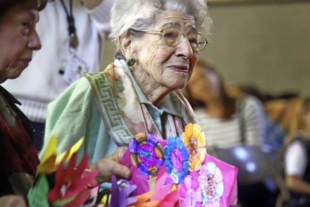 Mathe, ein Leben lang: 100-Jährige arbeitet immer noch als Lehrerin
